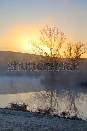 Misty sunrise matin faible lac central Photo stock © alexeys