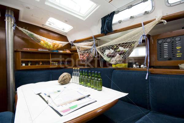 Szalon vitorlás felfelé könyvek sör utazás Stock fotó © alexeys