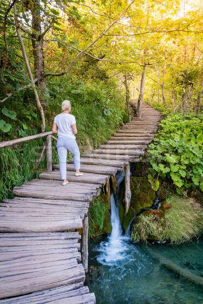 Park nő kirándulás nyom Horvátország víz Stock fotó © alexeys