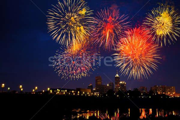 Tűzijáték negyedik égbolt víz füst éjszaka Stock fotó © alexeys