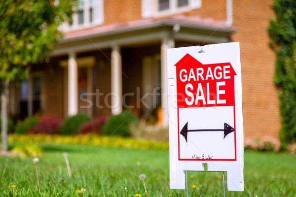Garaje venta signo primer plano imagen casa Foto stock © alexeys