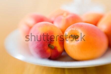 Image fraîches plaque table à manger bois Photo stock © alexeys
