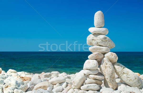 Kő torony kék tenger égbolt tengerpart Stock fotó © Alexstar