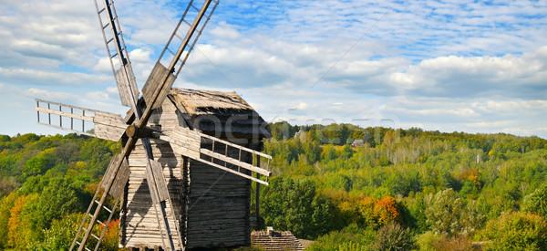 Edad molino de viento campo cielo amplio Foto stock © alinamd
