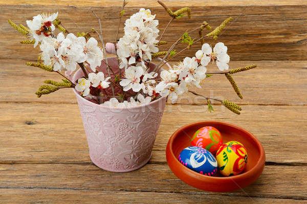 œufs de Pâques fleurs abricot texture bois heureux Photo stock © alinamd