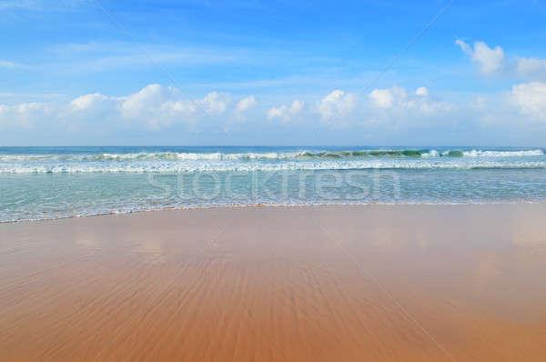 Oceaan zandstrand blauwe hemel wolken zon natuur Stockfoto © alinamd