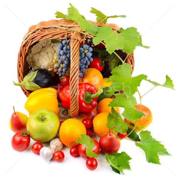 Groenten vruchten mand geïsoleerd witte gezondheid Stockfoto © alinamd