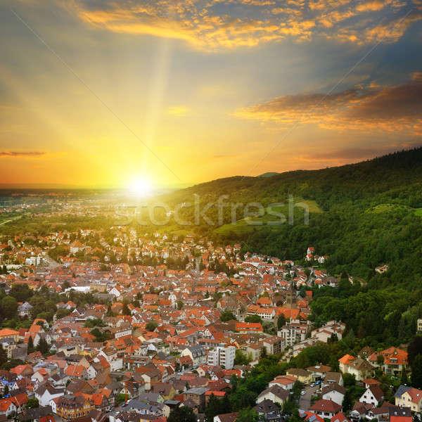 Miasta górskich dolinie Świt widok z góry niebo Zdjęcia stock © alinamd