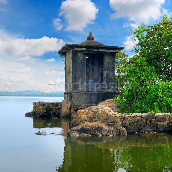 Buddhista templom kicsi sziget égbolt víz Stock fotó © alinamd