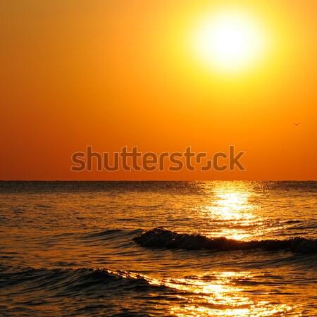 Plaj okyanus gündoğumu güneş su bulutlar Stok fotoğraf © alinamd