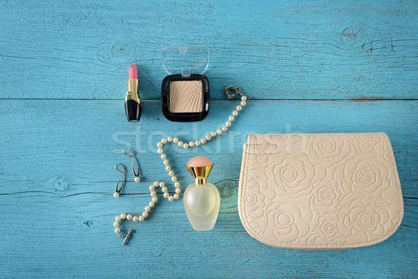 Cosmetica sieraden parels handtas oude houten Stockfoto © alinamd