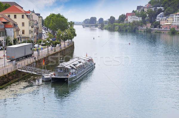 Rivier stedelijke promenade plezier water wolken Stockfoto © alinamd