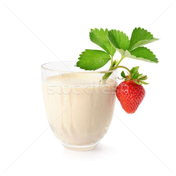 Aardbei geïsoleerd witte blad glas melk Stockfoto © alinamd