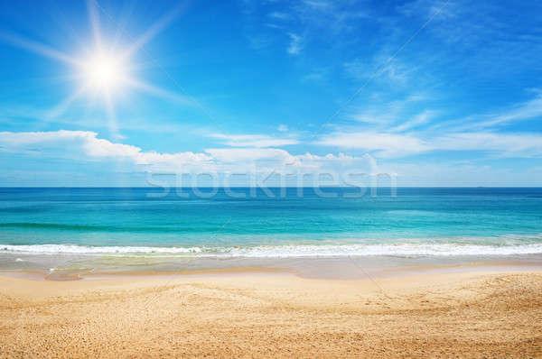 Zeegezicht zon blauwe hemel wolken achtergrond zomer Stockfoto © alinamd