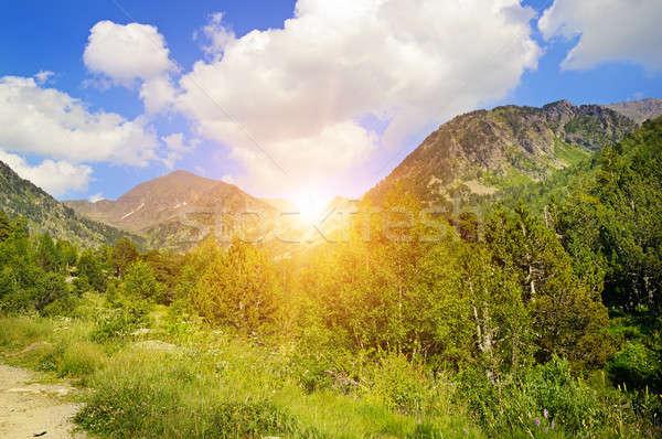 Stock fotó: Gyönyörű · hegy · tájkép · nap · napfelkelte · égbolt