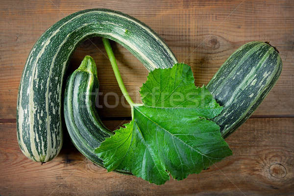 Vert courgettes brun bois fraîches saine Photo stock © alinamd
