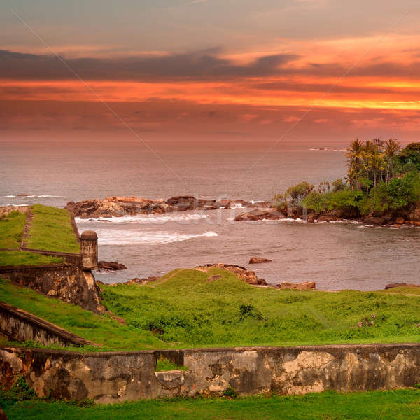 Mar cênico península pôr do sol ver forte Foto stock © alinamd