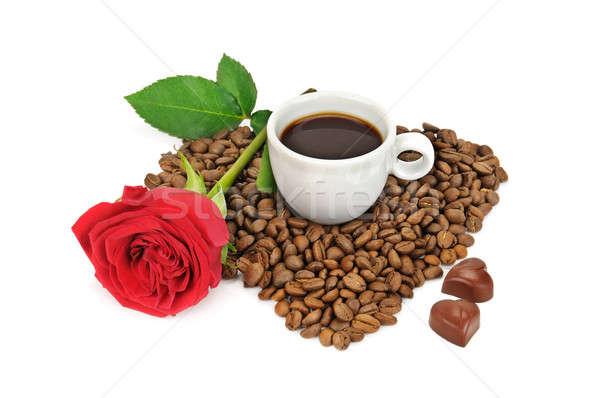 Koffiebonen beker steeg geïsoleerd witte voedsel Stockfoto © alinamd