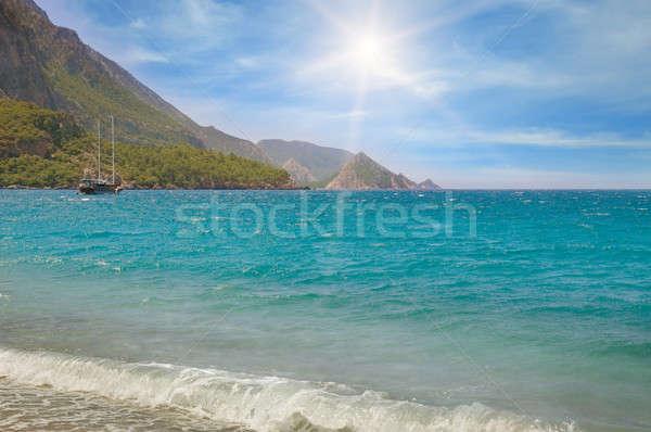 Seenlandschaft blauer Himmel Küste Wasser Wolken Sonne Stock foto © alinamd