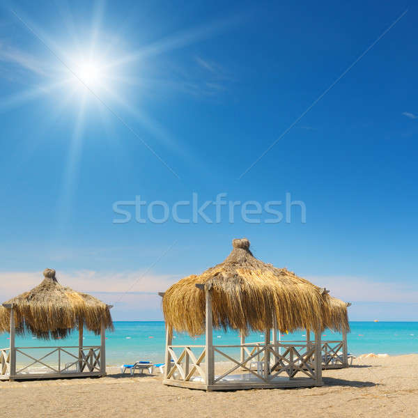 Plage ciel bleu soleil eau bâtiment été Photo stock © alinamd