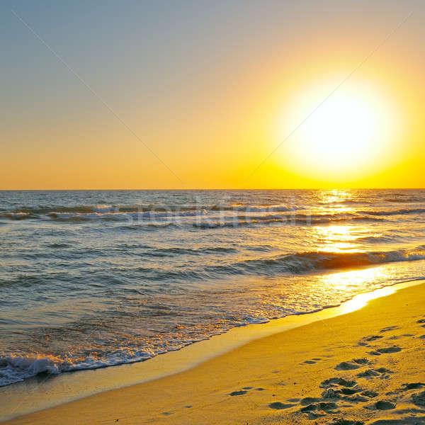 Fantastique sunrise océan eau nuages printemps Photo stock © alinamd
