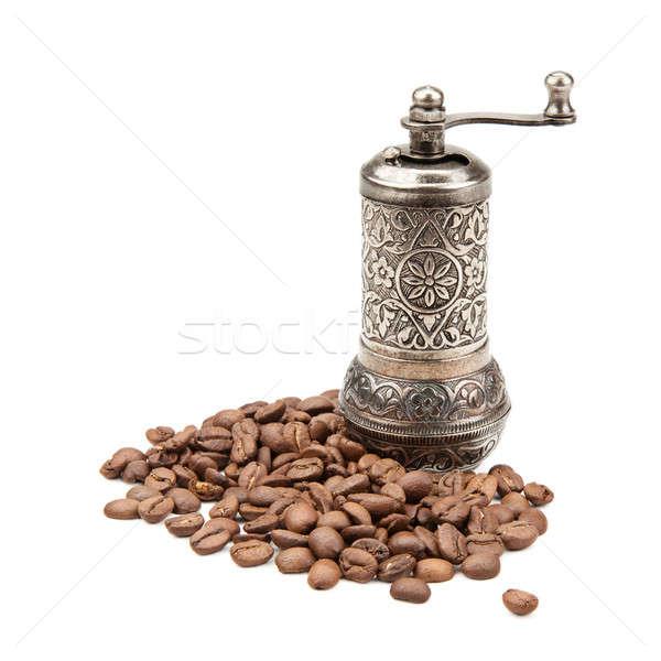 Kahve öğütücü kahve çekirdekleri yalıtılmış beyaz Stok fotoğraf © alinamd