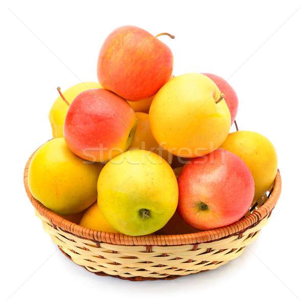 Czerwony żółty jabłka wiklina koszyka odizolowany Zdjęcia stock © alinamd