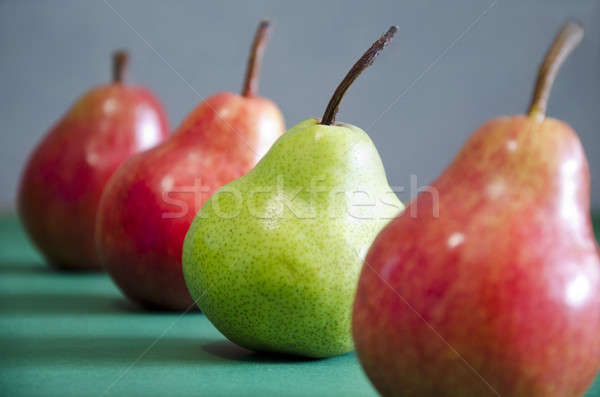 Kırmızı yeşil elma bir hat Stok fotoğraf © AlisLuch