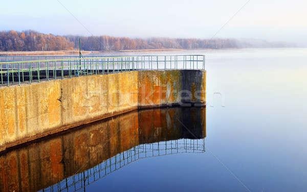 Zbiornik rzeki wody budynku budowy ściany Zdjęcia stock © AlisLuch