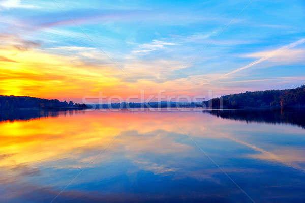 Gün batımı göl yansıma su gökyüzü manzara Stok fotoğraf © AlisLuch