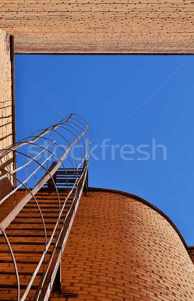 Foto stock: Industrial · escada · blue · sky · tijolo · paredes · edifício