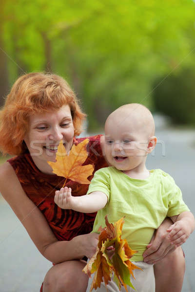 Genç anne oğul yürüyüş park Stok fotoğraf © All32