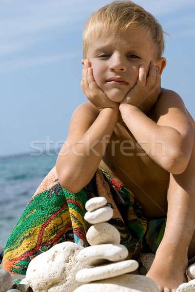 Bambino spiaggia costruzione piramide ciottolo famiglia Foto d'archivio © All32