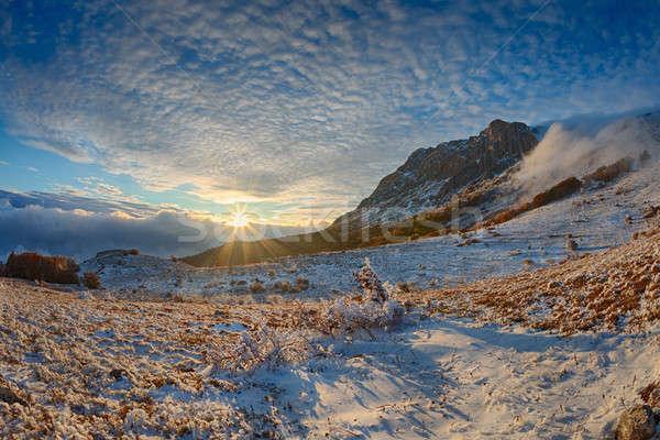 Winter landschap mist berg licht zonsondergang Stockfoto © All32
