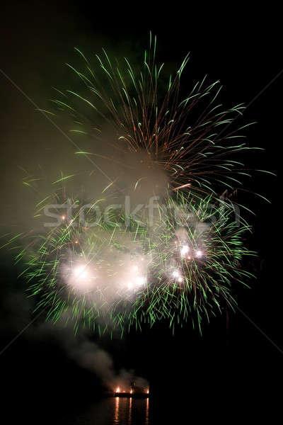 Piękna fajerwerków nieba refleksji wody niebo Zdjęcia stock © All32