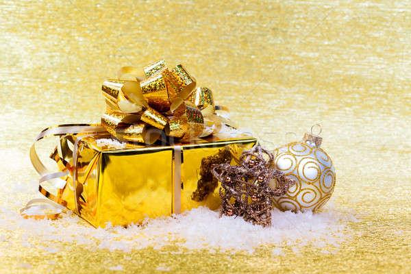Noel hediyeler süslemeleri sarı arka plan kutu Stok fotoğraf © All32