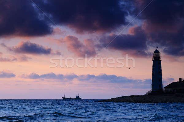 Zeegezicht zonsondergang vuurtoren kust schip zee Stockfoto © All32