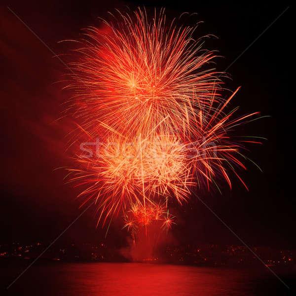 Vermelho fogos de artifício céu noturno água céu festa Foto stock © All32