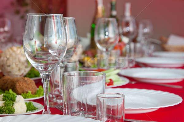 Hizmet ziyafet tablo şarap bardakları gözlük plakalar Stok fotoğraf © All32