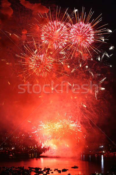 Rouge feux d'artifice eau passionnant montrent lac Photo stock © allihays