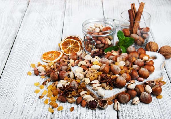 Foto stock: Diferente · nozes · velho · mesa · de · madeira · comida · vidro