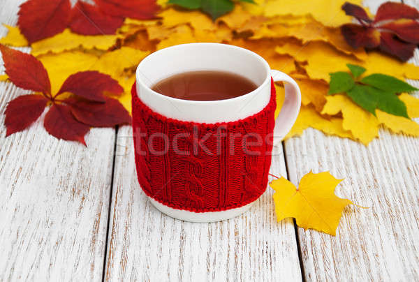 Beker thee oude houten tafel Stockfoto © almaje