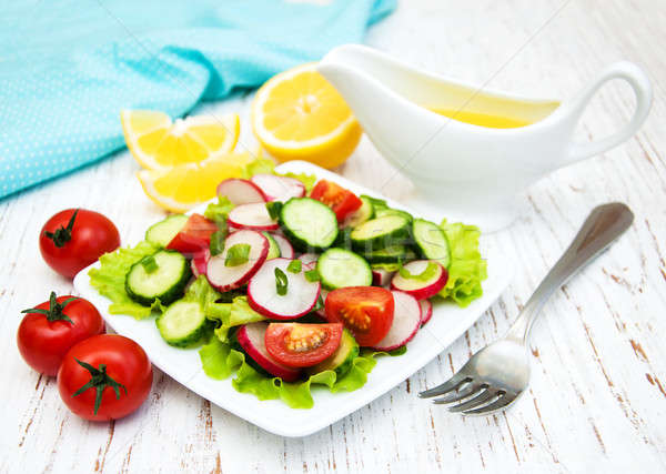 Printemps salade tomate concombres radis bois Photo stock © almaje