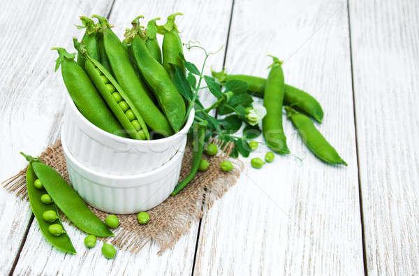 Verde chícharos mesa rústico blanco Foto stock © almaje