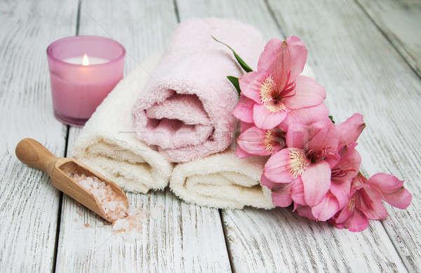 Estância termal produtos flores velho mesa de madeira corpo Foto stock © almaje