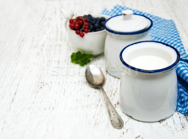 Eigengemaakt yoghurt vers bessen houten natuur Stockfoto © almaje