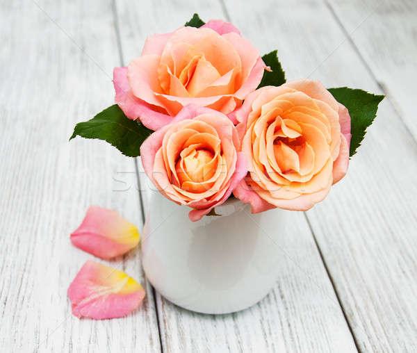 Váza rózsaszín rózsák öreg fehér fából készült Stock fotó © almaje