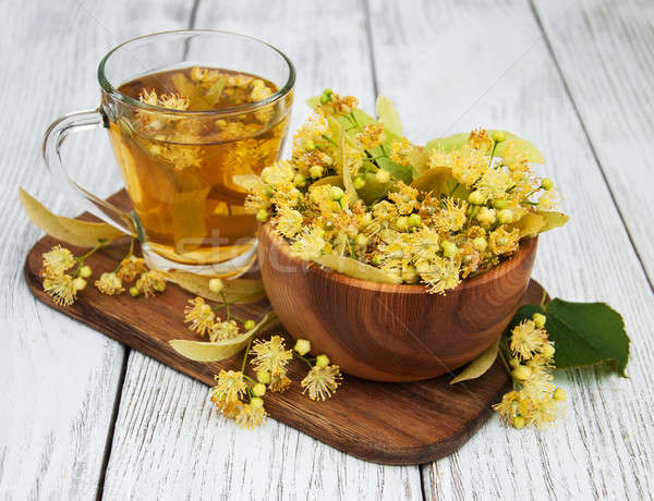 Fincan bitkisel çaylar çiçekler eski ahşap Stok fotoğraf © almaje