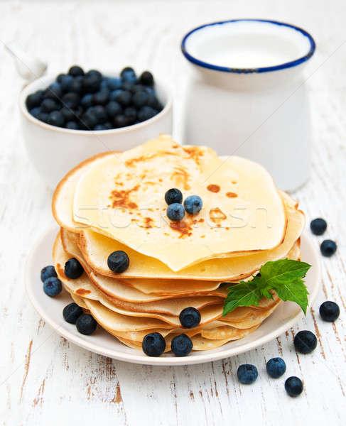 Fraîches baies lait table en bois café Photo stock © almaje