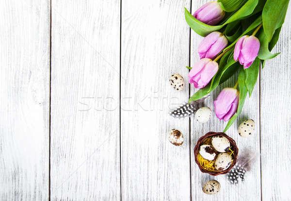 Húsvéti tojások fészek rózsaszín tulipánok húsvét étel Stock fotó © almaje